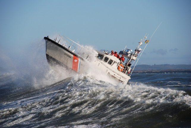 Salvataggi e traini in mare